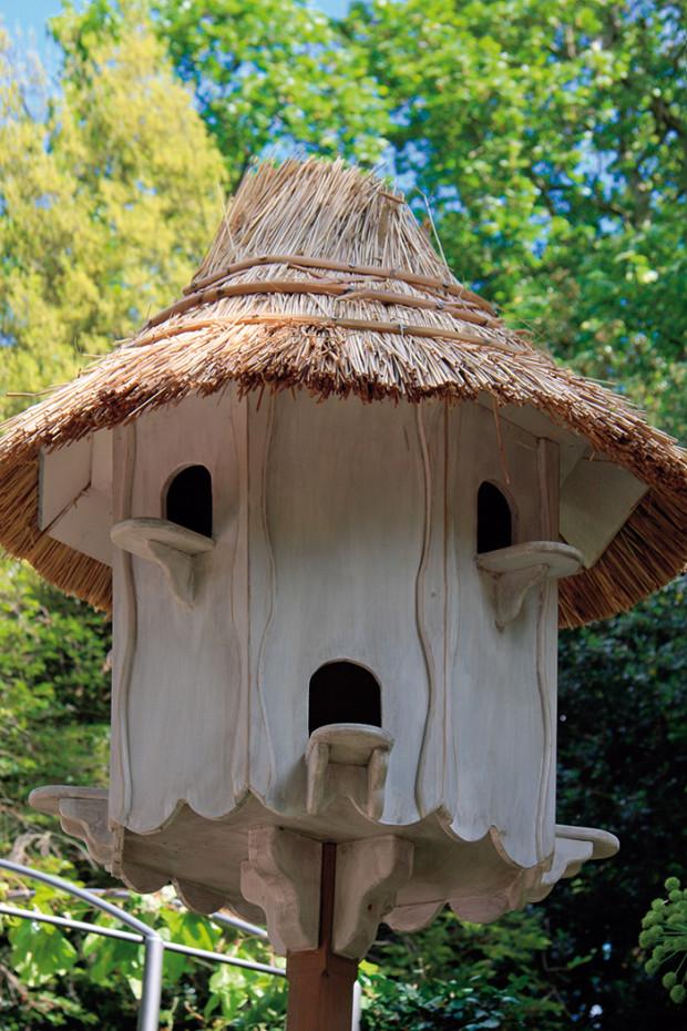 Také tradiční holubník může být zajímavou součástí venkovské zahrady. Nejlepší je umístit ho na dobře viditelné místo v blízkosti domu.