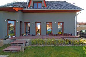 Rekonstruovaný starší dům na okraji Veltrus