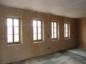 UDI RECO® – zateplovací systém provedený ze strany interiéru v historické budově. Povrch je finalizován omítkovým systémem UDI MULTIGRUND® a omítkou požadované zrnitosti.
