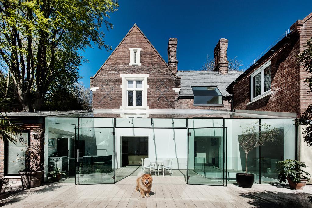 V budově z 19.století se podařilo vybudovat moderní a bohatě prosvětlené bydlení