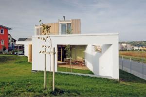 Bíly rodinný dům atypických tvarů