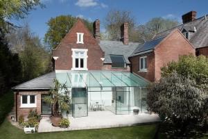 V budově z 19. století vybudovali moderní a bohatě prosvětlené bydlení