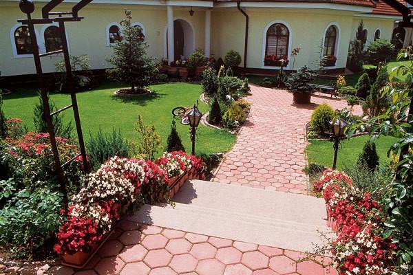 Záhradní chodníky, cestičky a terasy