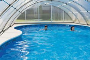 Bazén pod střechou