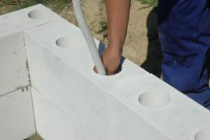 Při dodržení postupu postaví zdi i laik (2.)
