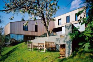 Záhřebský dům se strohým jménem J2