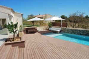 Bezúdržbovou terasu, designový plot i záhradní nábytek