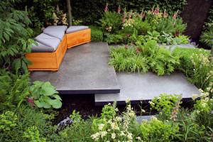 Rozkvetlá záhrada uprostřed města