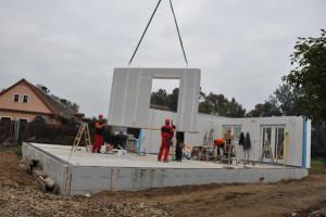 Společnost RD Rýmařov začala montáž domu s pořadovým číslem 22 000
