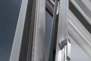 Okenní a dveřní hliníkové profily Schüco pro automatizované a energeticky efektivní bydlení