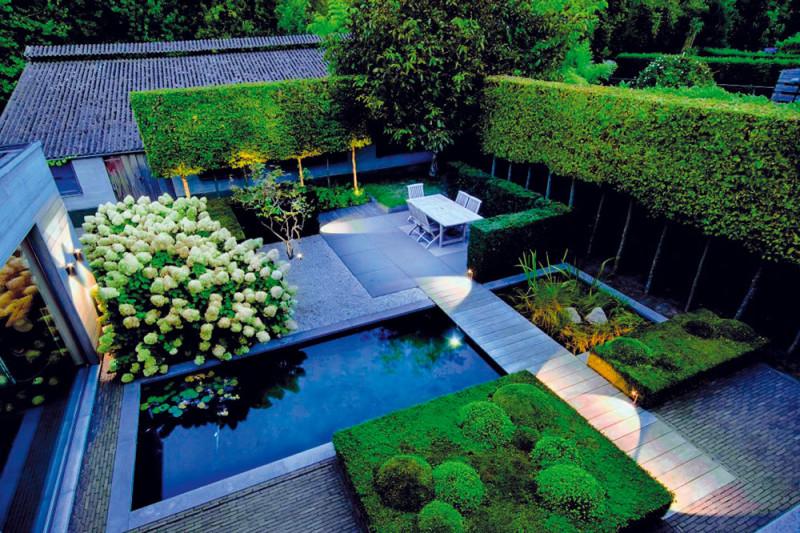 Správně zvolené osvětlení pomůže podtrhnout dojem celé zahrady nebo terasy. Foto: Delta Light