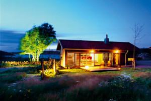 Letní dům pro hosty v kontaktu s okolím a tradicí stojí nedaleko Göteborgu