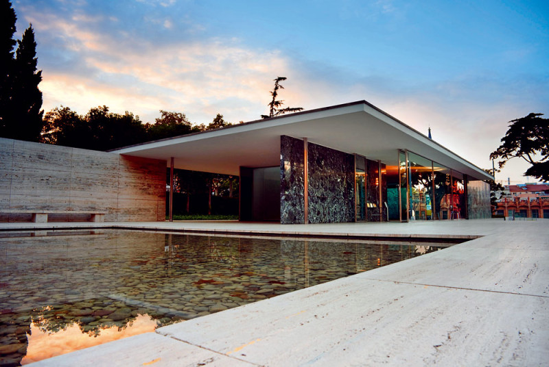 Inspirace architektky: Barcelonský pavilon Miese van der Rohe, vybudovaný 1929, rekonstruovaný 1986. FOTO: Wikimedia Commons