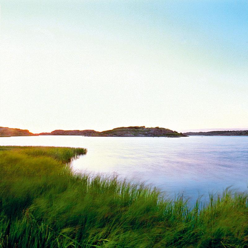 Architektonicky pozoruhodný letní domek stojí na poloostrově nedaleko Göteborgu na západním pobřeží Švédska.