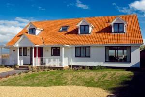 Dvojice si postavila vysněný dům na pobřeží