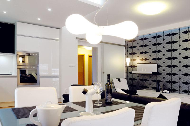 Designérka ve své koncepci hodně pracovala se svítidly a světelnými efekty, což interiéru rozhodně přidalo na působivosti. Foto: Soňa Chlumecká pro Live Design