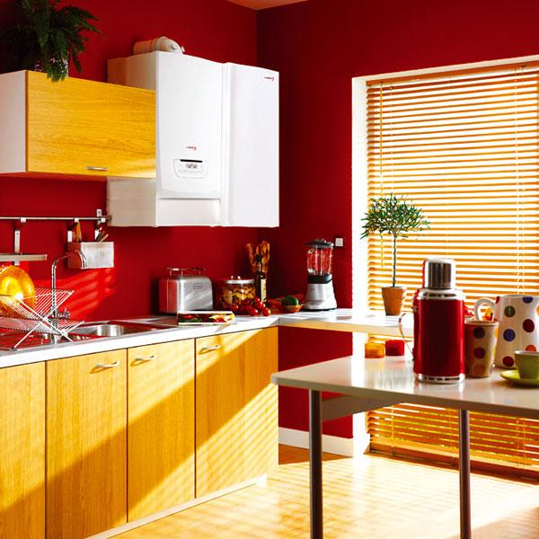 Kotel a závěsný zásobník bývají designově sladěné,proto lze zásobník bez problémů umístit vedle kotle vpravo či vlevo. Po propojení zásobníku skotlem je možné přímo na displeji kotle nebo pokojového regulátoru volit požadovanou teplotu vody vzásobníku. foto: Protherm