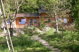 Mladá rodina si na Moravě postavila přírodní dům za 600 tisíc