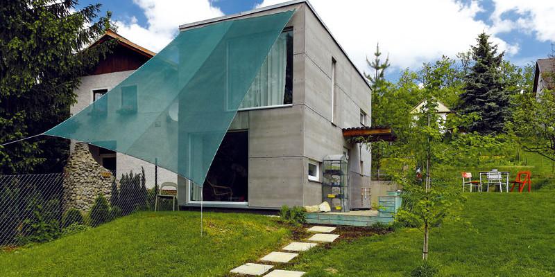 Za 500 000 Kč postavil pro svou rodinu montovaný dům