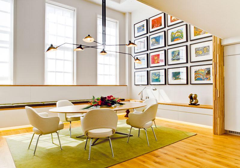 V bytě impozantních rozměrů nešetřili a využili jeho prostory naplno
