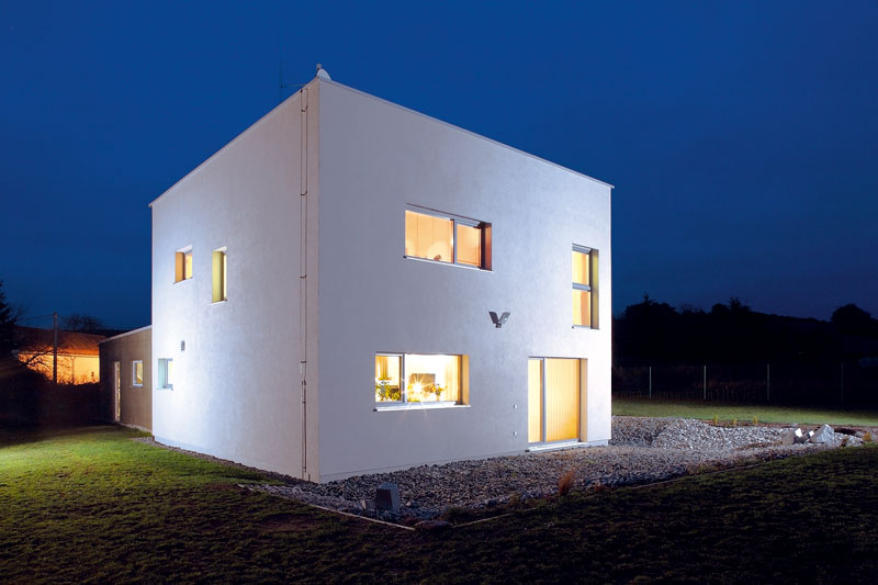Svlastní stavbou domu se začalo vbřeznu 2011 aVánoce téhož roku už Luboš s Ivetou trávili ve svém. FOTO: WWW.PROJEKTYDOMU.CZ