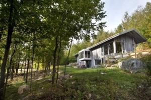 Nenápadná rekreační chata překvapí vzdušným interiérem