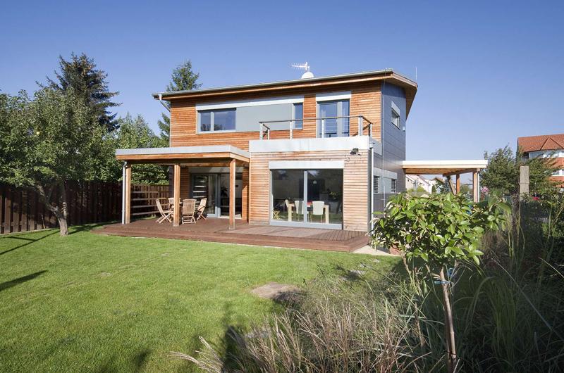 Salon dřevostaveb 2014: Útulný rodinný dům na zužujícím se pozemku