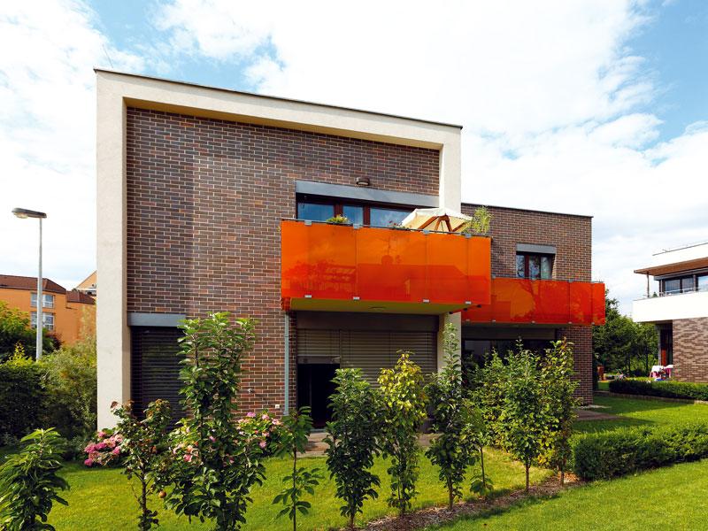 Dům má příjemnou zahrádku orientovanou do jakéhosi vnitrobloku, tvořeného okolní výstavbou. FOTO DANO VESELSKÝ
