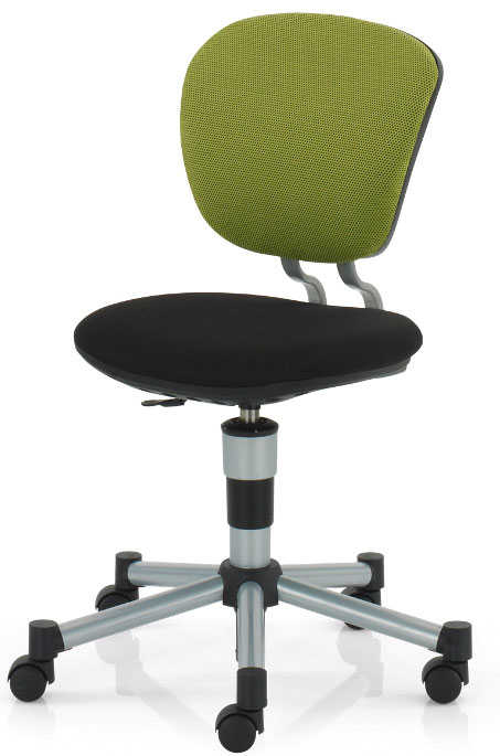 Židli vybírejte podle toho, jak snadno se dá nastavit, zda má pohodlné sedátko i opěradlo. Kolečka mají výhodu, že umožňují pohybovat se od stolku k regálům a poličkám, na druhou stranu ale mohou dítě rozptylovat. (foto: Kettler)
