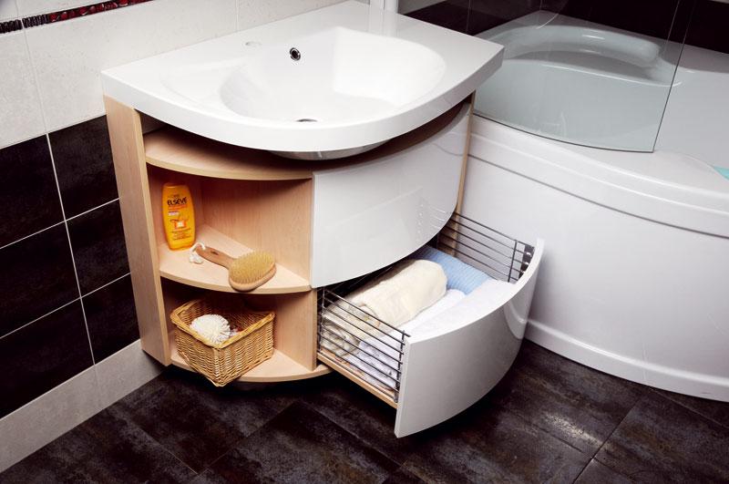 Pokud nám to prostor dovoluje, ručník si můžeme vzít zkomody přímo vkoupelně anemusíme si pro něj chodit třeba do vedlejší místnosti. (RAVAK)