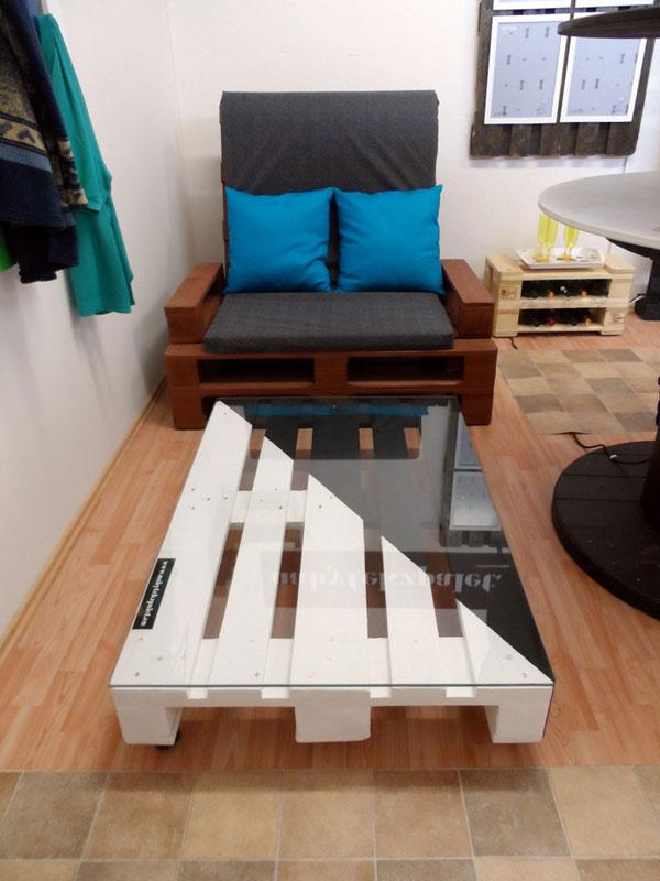 I nábytek z palet může působit luxusně, stačí vybrat ten správný nátěr, případně přidat sklo. (foto: paletyonline.cz)