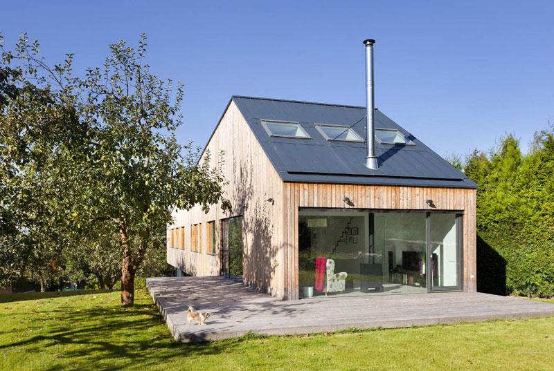 Vznášející se dům se sedlovou střechou