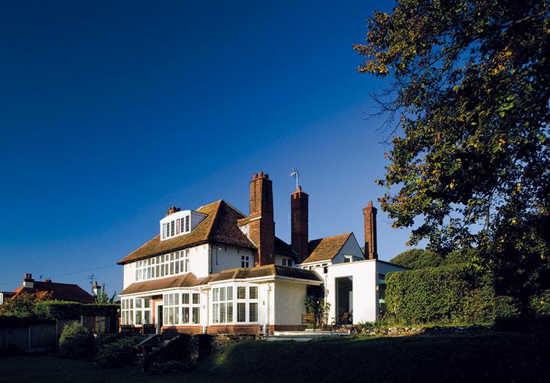 Kerry aJohn se zamilovali do domu z roku 1910, který stojí na pobřeží nedaleko přímořského letoviska Broadstairs, a rozhodli se proměnit ho ve svůj nový domov. FOTO Carlos Dominguez