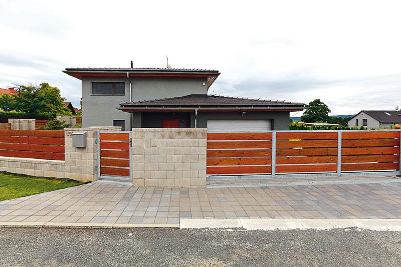 Plot se přizpůsobuje uliční čáře, dům je ale možné umístit na pozemku prakticky bez omezení. FOTO DANO VESELSKÝ