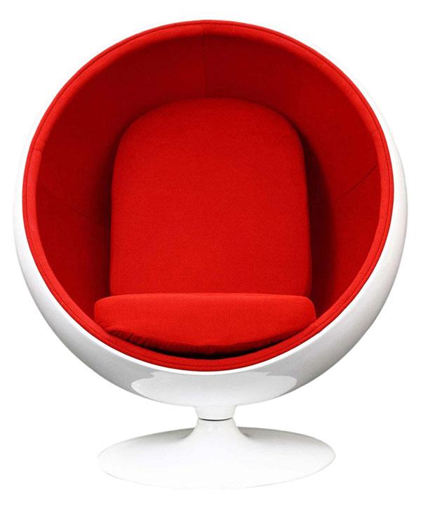 Ikonické křeslo Ball Chair, na kterém se báječně odpočívá. (foto: 3oneseven.com)