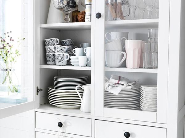V rustikální kuchyni rozhodně nesmí chybět kredenc, ať už bohatě zdobená, nebo její moderní, jednodušší varianta. foto: Ikea