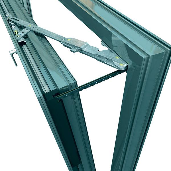 Mechatronické kování Schüco TipTronic – otevírání okna řídí senzor. foto: Schüco