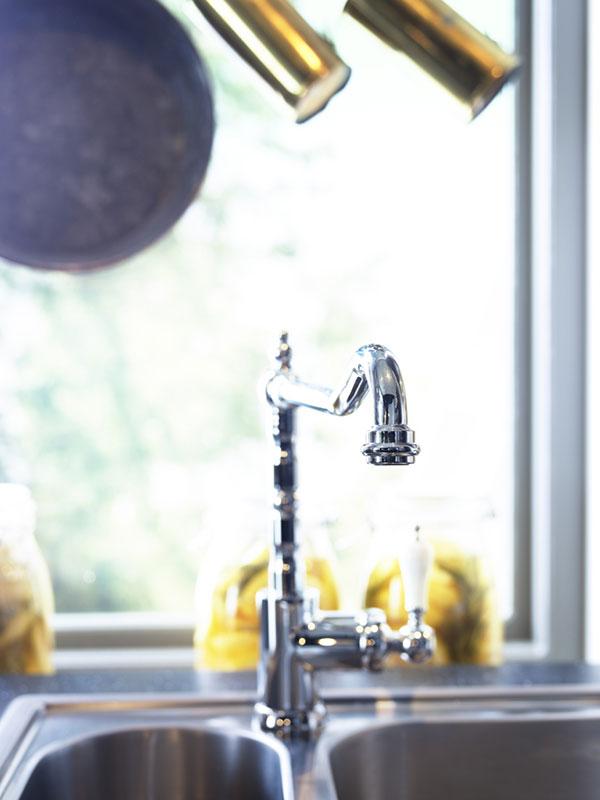 Tak jako v nabídce spotřebičů, i v sortimentu baterií a dalších doplňků existují typy, které citlivě doplní zvolený styl kuchyně. (foto: IKEA)