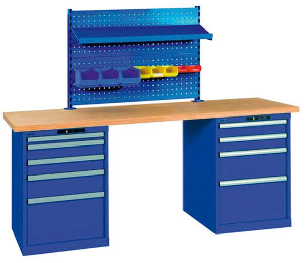 c) vprovedení b) se dvěma zásuvkovými skříněmi a rozměry stolu 2000 × 750 × 840 mm, sděrovaným nástavcem, na který je možné upevnit police a nádoby na ukládání nářadí a pracovních pomůcek. foto: MAXITECH