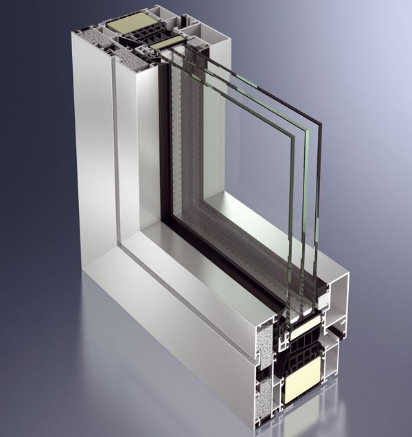 Okenní systém Schüco AWS 112.IC je prvním hliníkovým oknem, které splňuje kritéria pasivní výstavby – dosahuje hodnoty koeficientu Uw ≤ 0,8 W/(m2 . K) (u pohledové šířky 120 mm). Potřebných parametrů rámu se dosáhlo kvalitním středovým těsněním, zvýšenou izolací konstrukce a předsazením speciálního profilu, který je upevněn bez tepelných mostů. Křídla do hmotnosti 160 kg jsou kompatibilní se skrytým mechanickým kováním Schüco AvanTec i s mechatronickou alternativou Schüco TipTronic. foto: Schüco