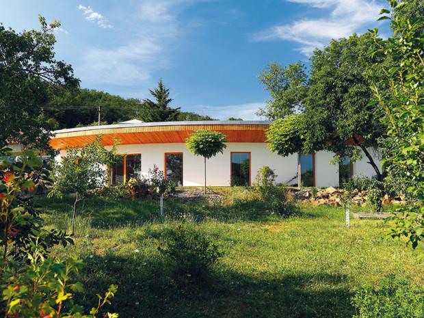 Rodinný dům Vějíř navrhlo brněnské architektonické studio Vize Ateliér, tak, aby poskytl pohodlné bydlení čtyřčlenné rodině a dosáhl parametrů pasivní stavby. Foto Dano Veselský