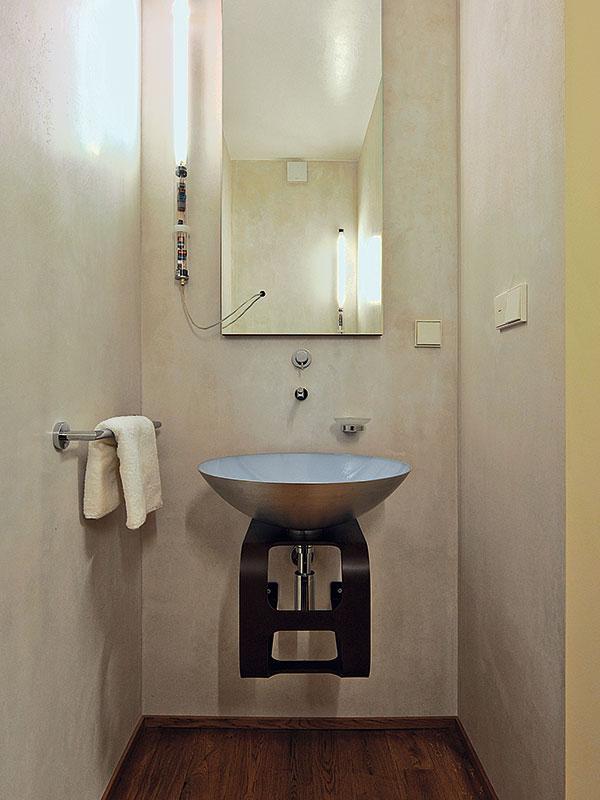 Jednoduchost aelegance je vlastní celému interiéru, dokonce ina místech, kterým se obvykle taková pozornost nevěnuje. FOTO Schüco CZ