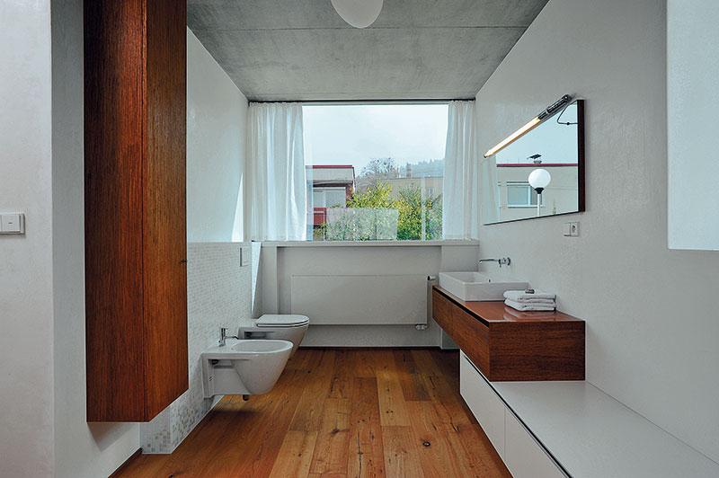 Pojetí interiéru mělo za úkol korespondovat smateriály, které byly použity vexteriéru, anaopak. FOTO Schüco CZ