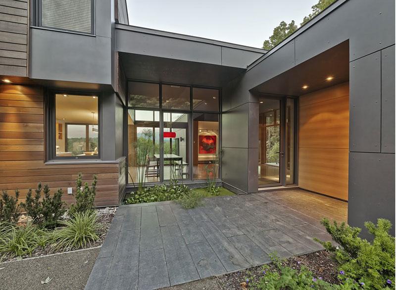 Moderní víkendový dům ve tvaru T