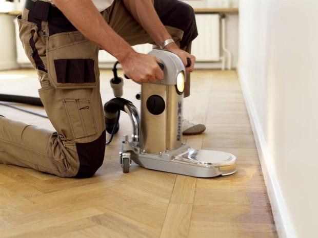 jak zachovat cennou dřevěnou podlahu