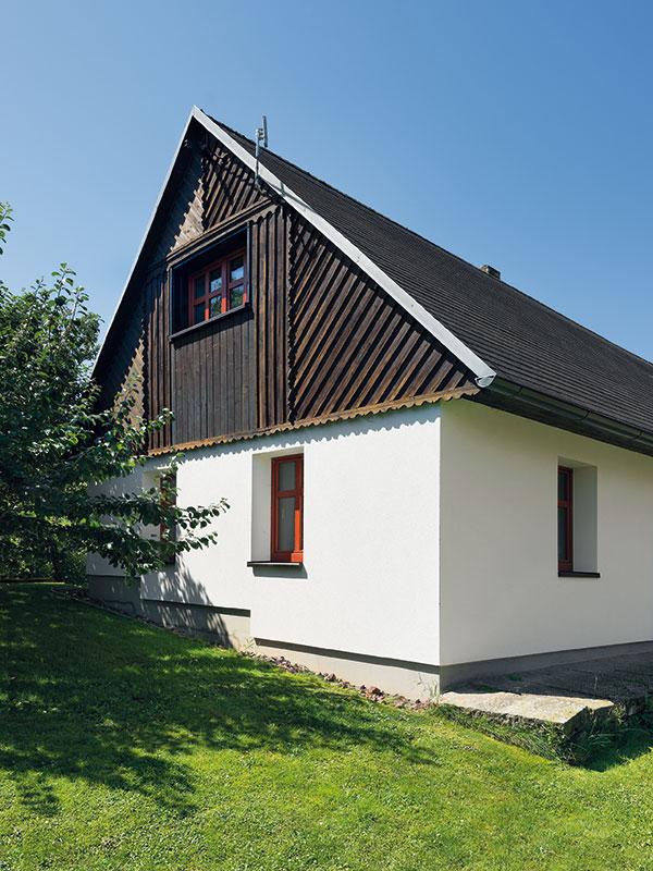 Exteriér původní části domu byl jen opraven, aby vydržel dalších 100 let. FOTO Ester Havlová