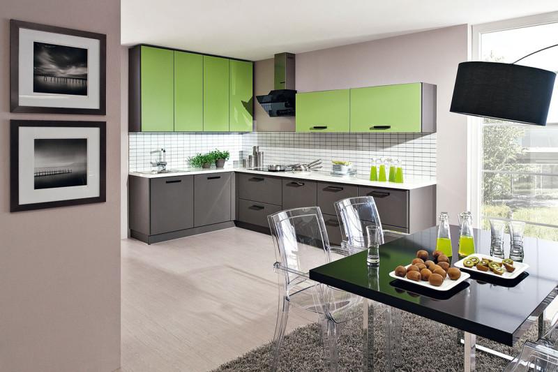 Prakticky řešená kuchyň by měla sestávat zpětice zón: zóny zásob, uskladnění, mytí, přípravy avaření. Nejdelší plocha by měla patřit zóně přípravy, alespoň 90cm. (foto: Decodom)