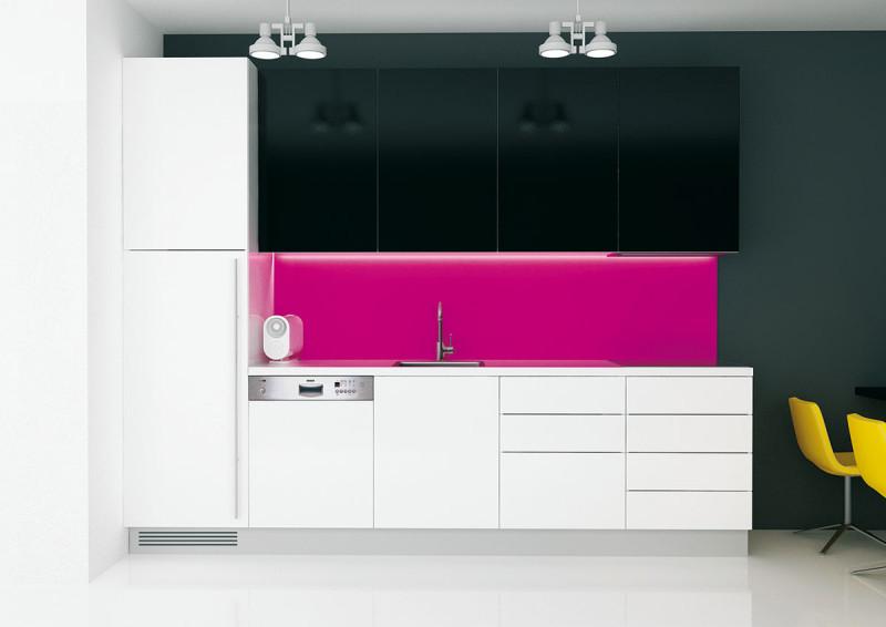 Na míru. Dobře navržená kuchyň by měla plně zohledňovat vaše individuální potřeby. Důležité je přizpůsobit výšku pracovní plochy tak, abyste si zachovali správné držení těla. (foto: Indeco)