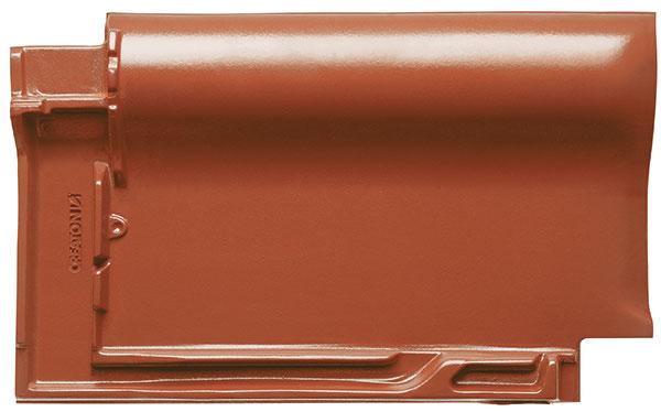 """Vysoce kvalitní taška """"FUTURA"""" byla navržena tak, aby působila harmonickým vzhledem a zároveň díky propracovanému systému drážek odolávala extrémním povětrnostním podmínkám i v nízkém sklonu střechy. foto: EBM Co., s.r.o."""