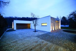 Rodinný dům na severní Moravě propojený s přírodou i historií